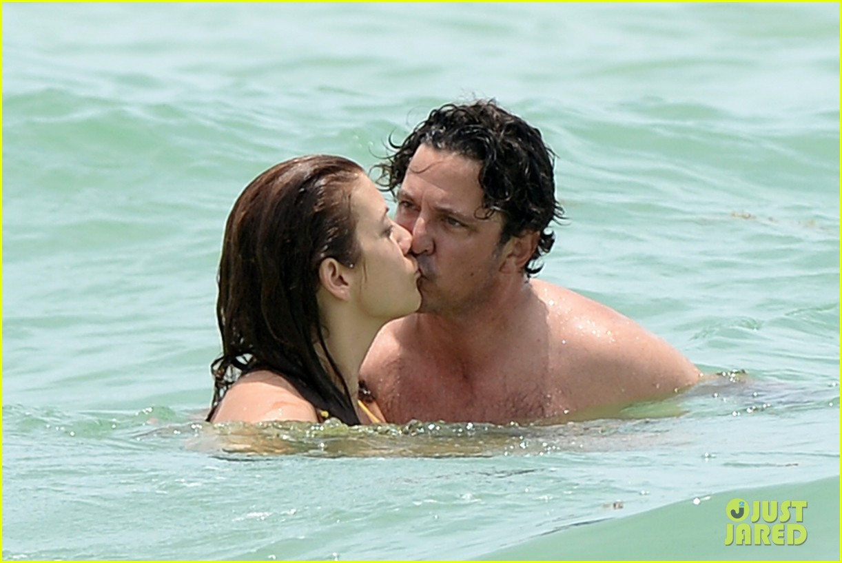 kate walsh makeout boyfriend vacation 023136195