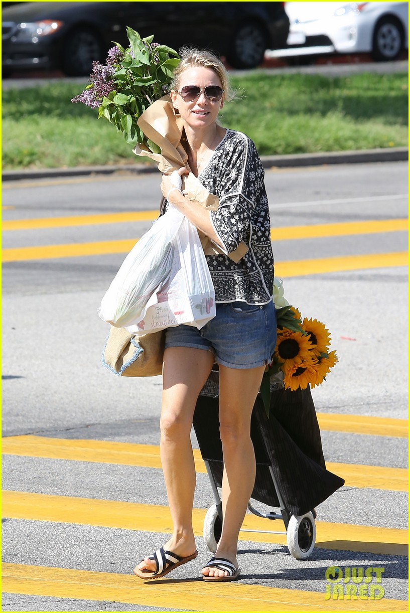 naomi watts is a flowery gal at the farmers apartment 083126089