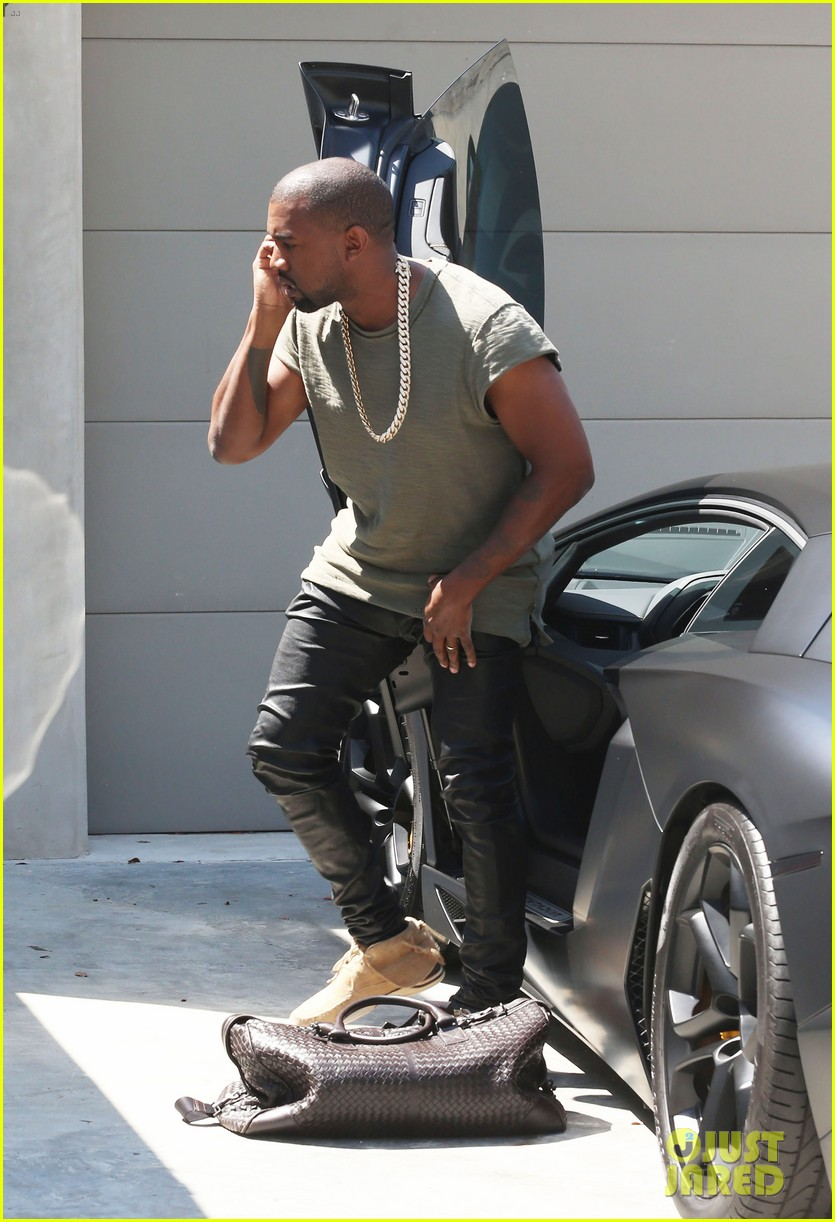 kanye west arrives home north birthday party 013141279