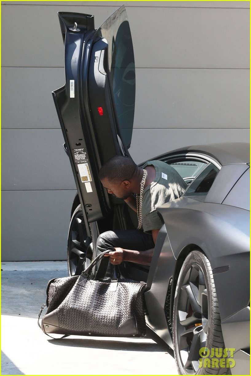 kanye west arrives home north birthday party 093141287