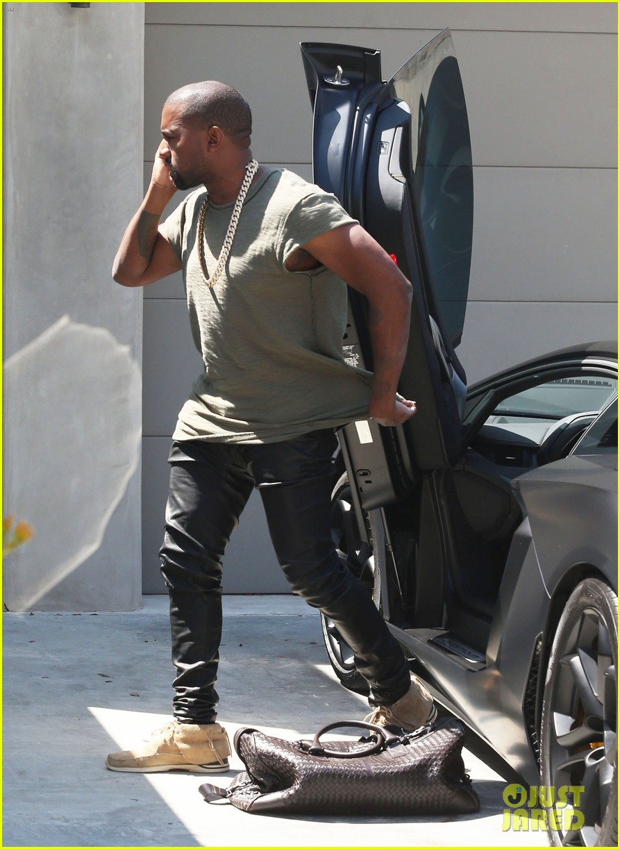 kanye west arrives home north birthday party 123141290