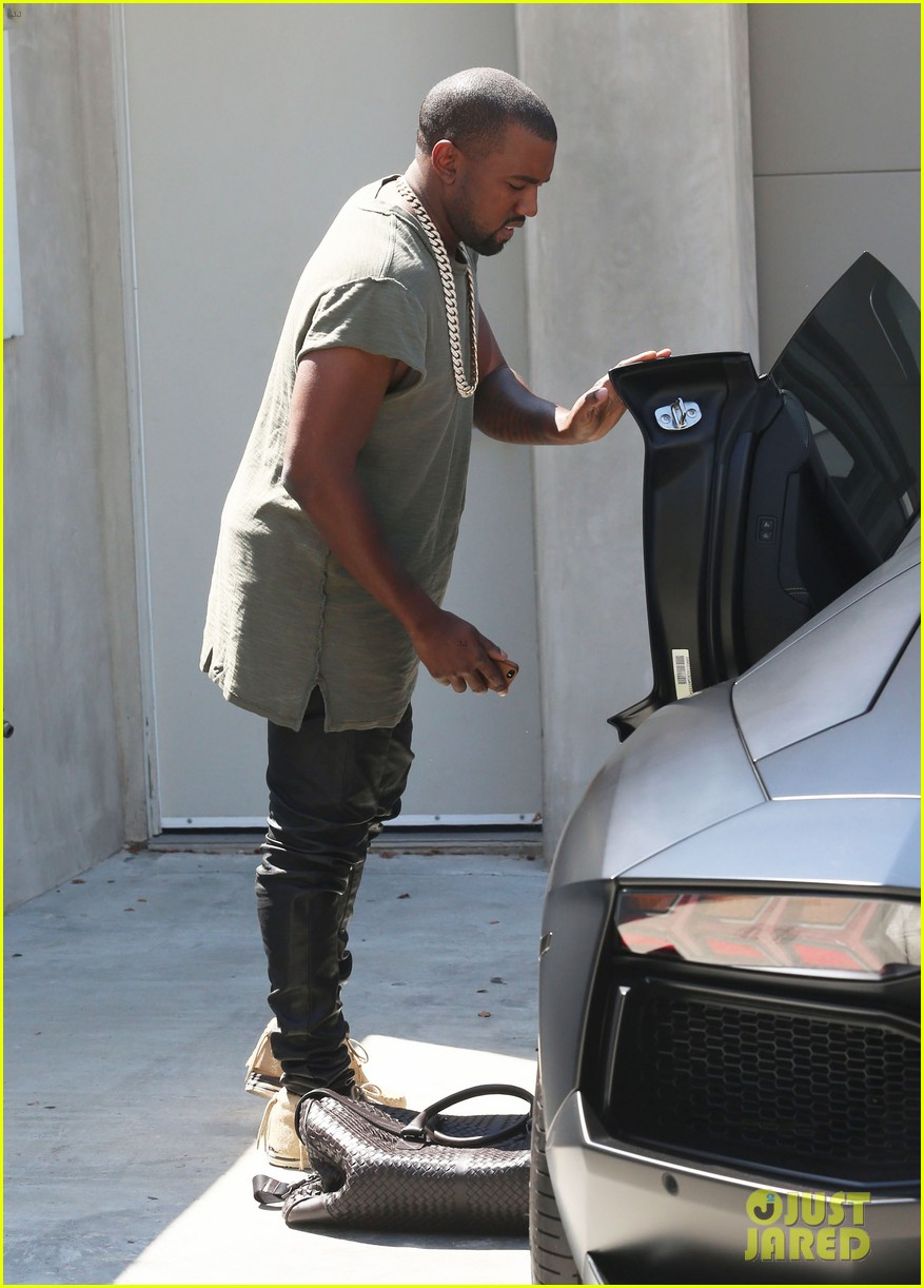 kanye west arrives home north birthday party 133141291