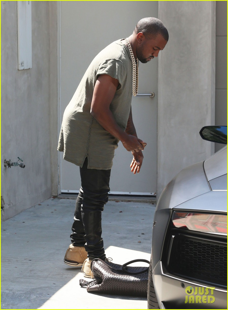 kanye west arrives home north birthday party 143141292