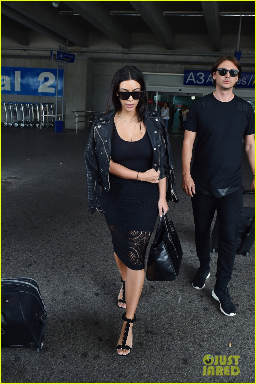kim kardashian lands in nice while kanye west flies out 013138108