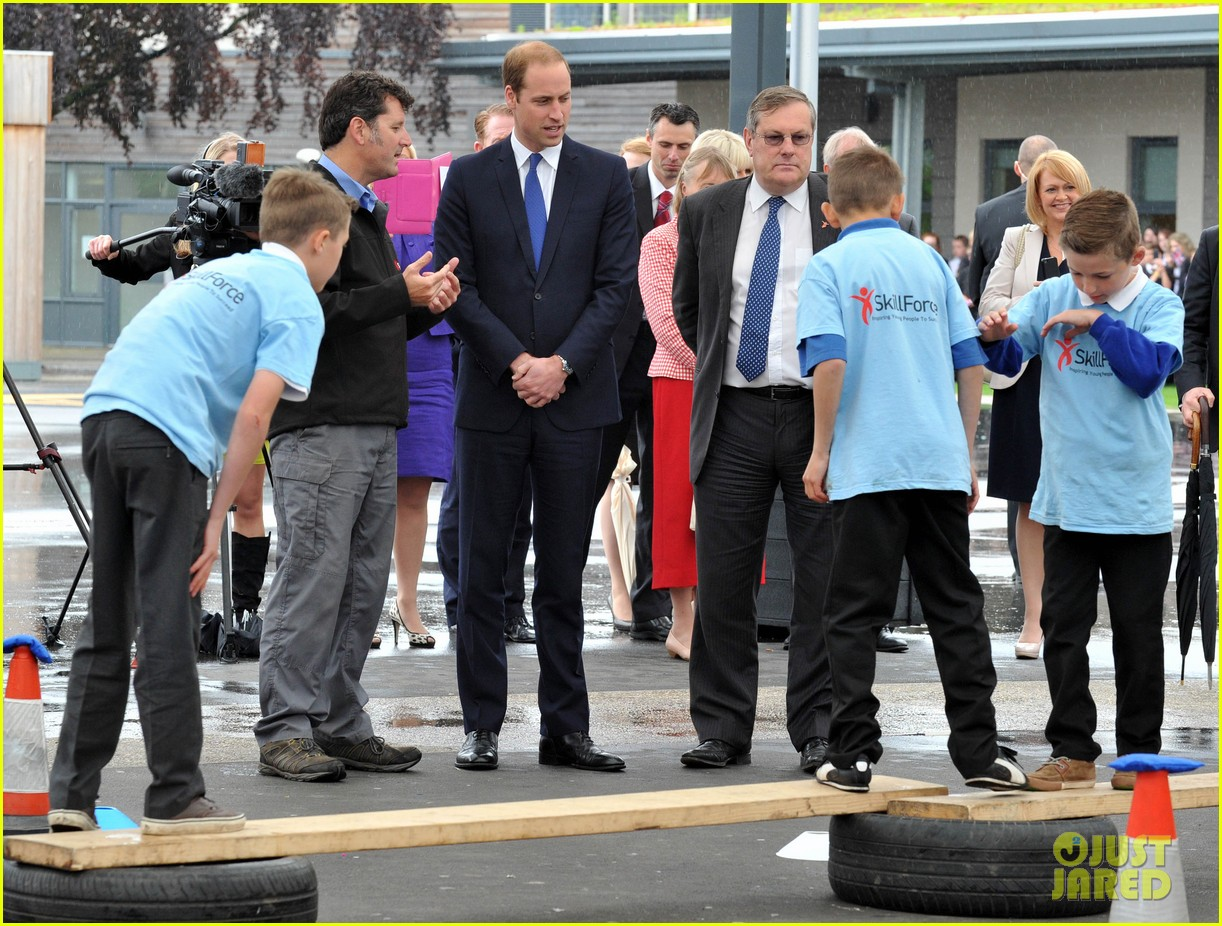 prince william tells students he likes coldplay linkin park 013128727