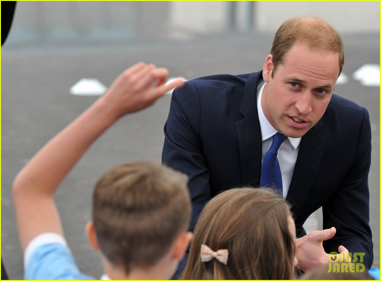 prince william tells students he likes coldplay linkin park 063128732
