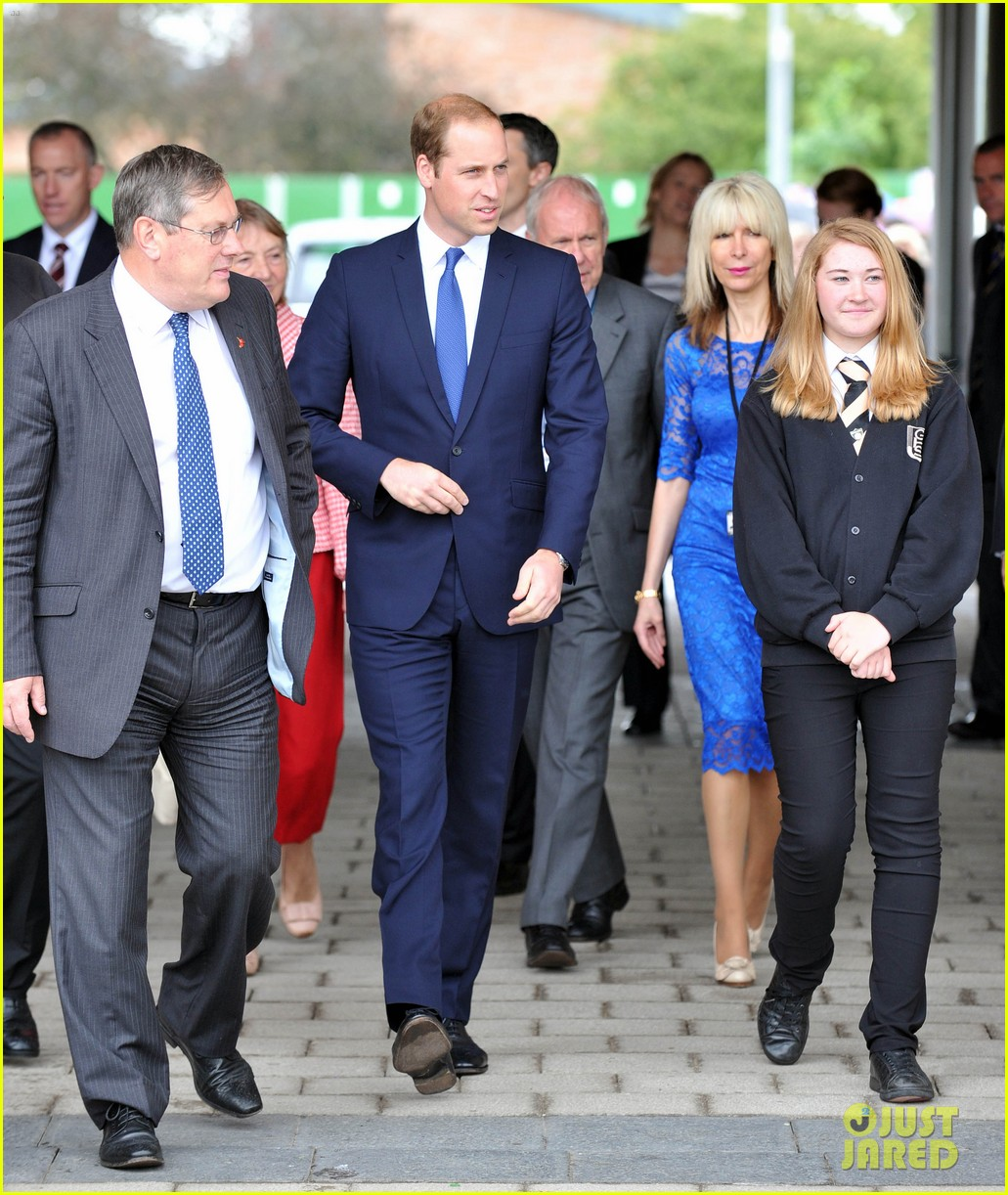 prince william tells students he likes coldplay linkin park 103128736