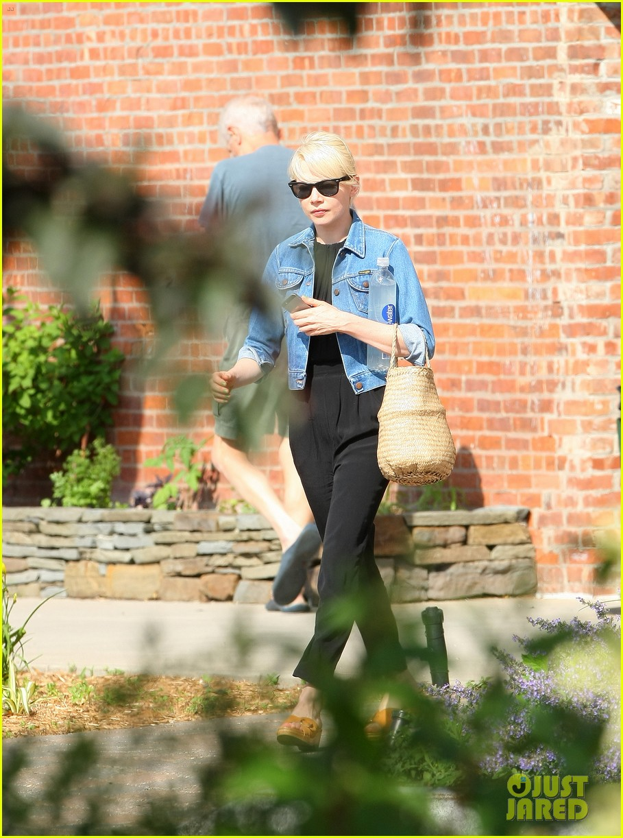 michelle williams heads to cabaret before shia labeoufs arrest 033144383