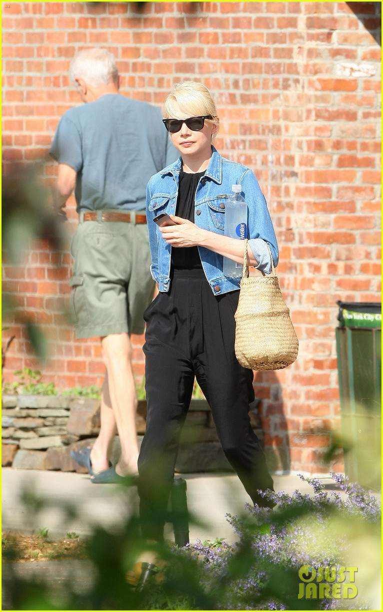 michelle williams heads to cabaret before shia labeoufs arrest 053144385
