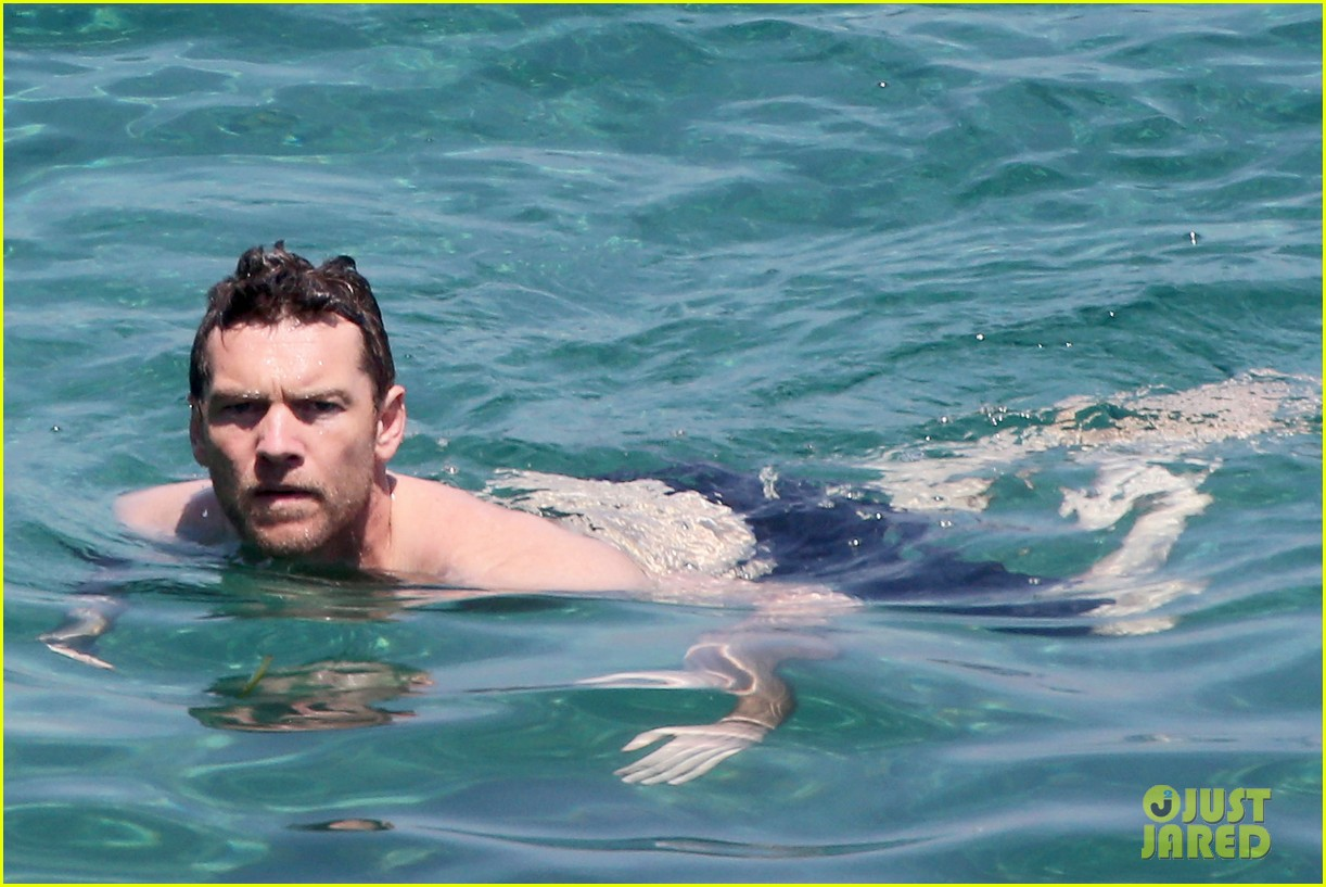 sam worthington lara bingle get handsy pack on the pda on beach 04
