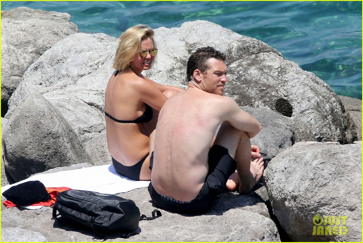 sam worthington lara bingle get handsy pack on the pda on beach 083134681