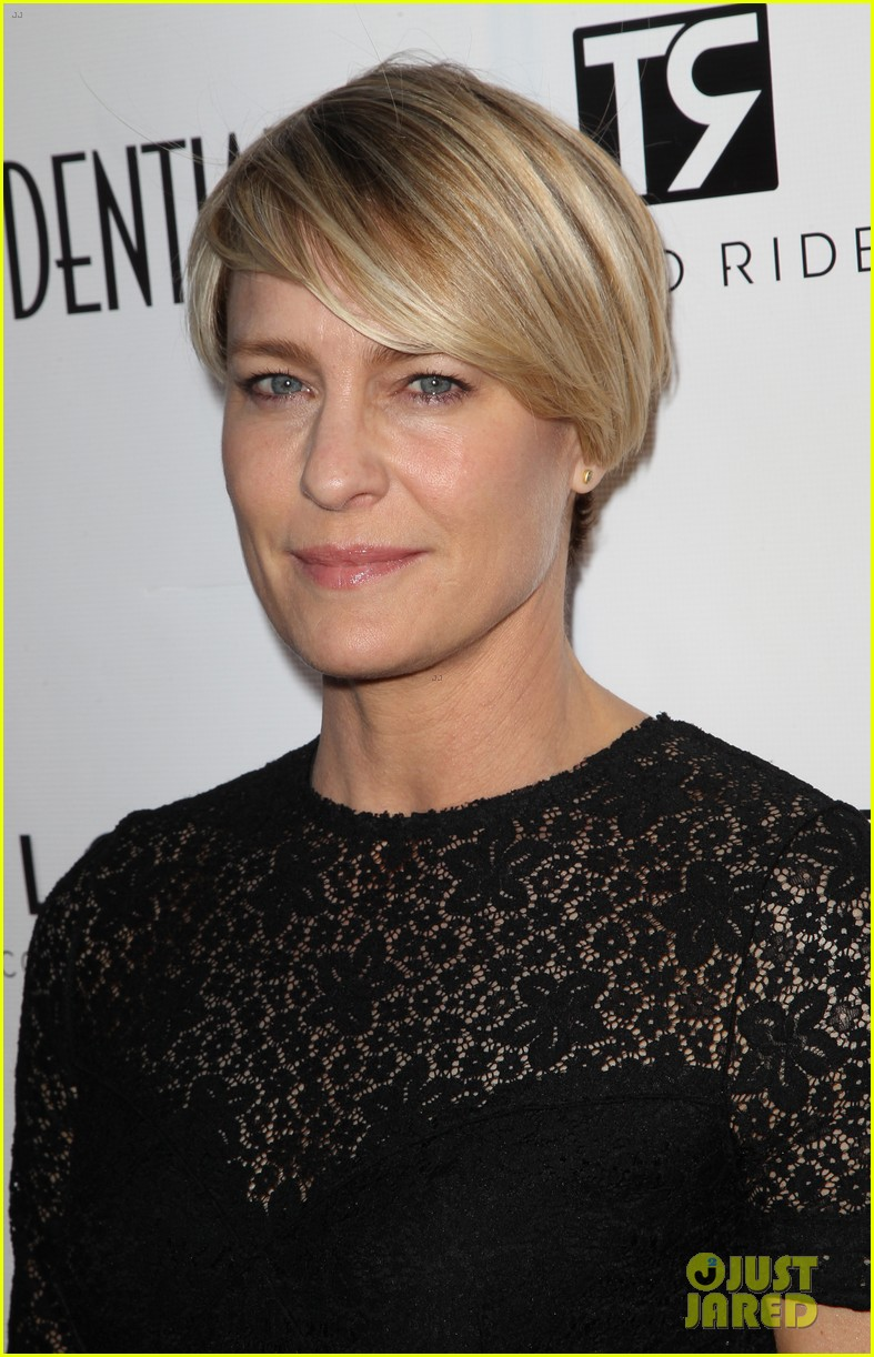 robin wright celebrates her la confidential cover 103128746