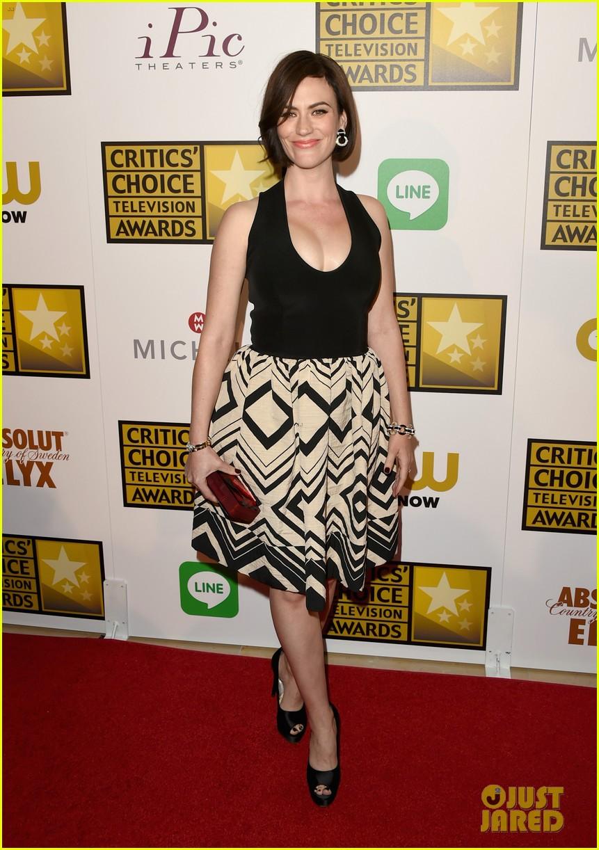 bellamy young wins at critics choice tv awards 2014 053139403