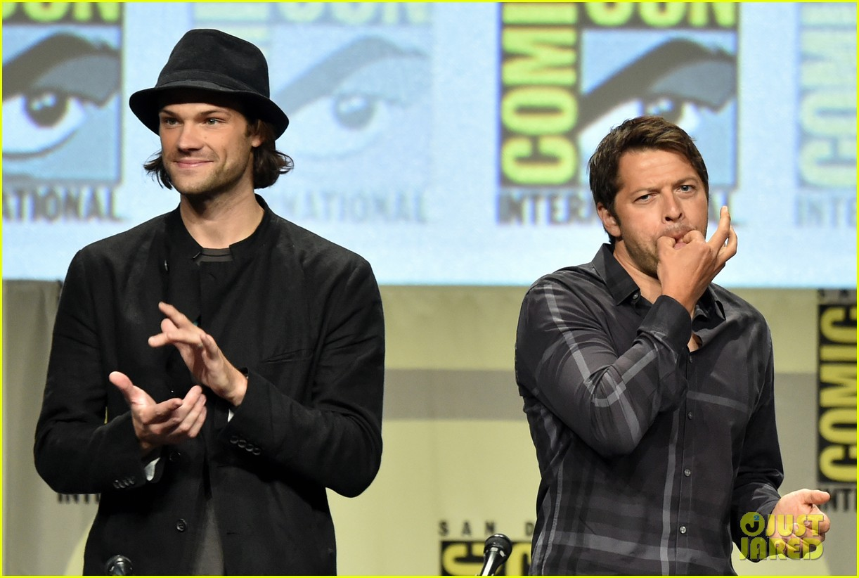 Jensen Ackles Jared Padalecki Greet Fans At Comic Con Photo