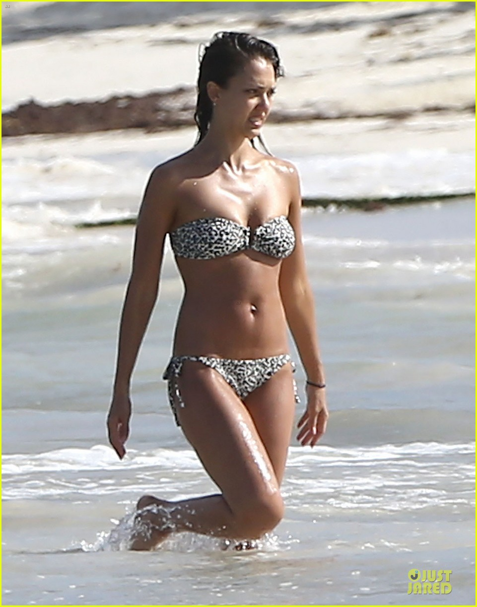 jessica alba cash warren show off impressive bodies 133153997