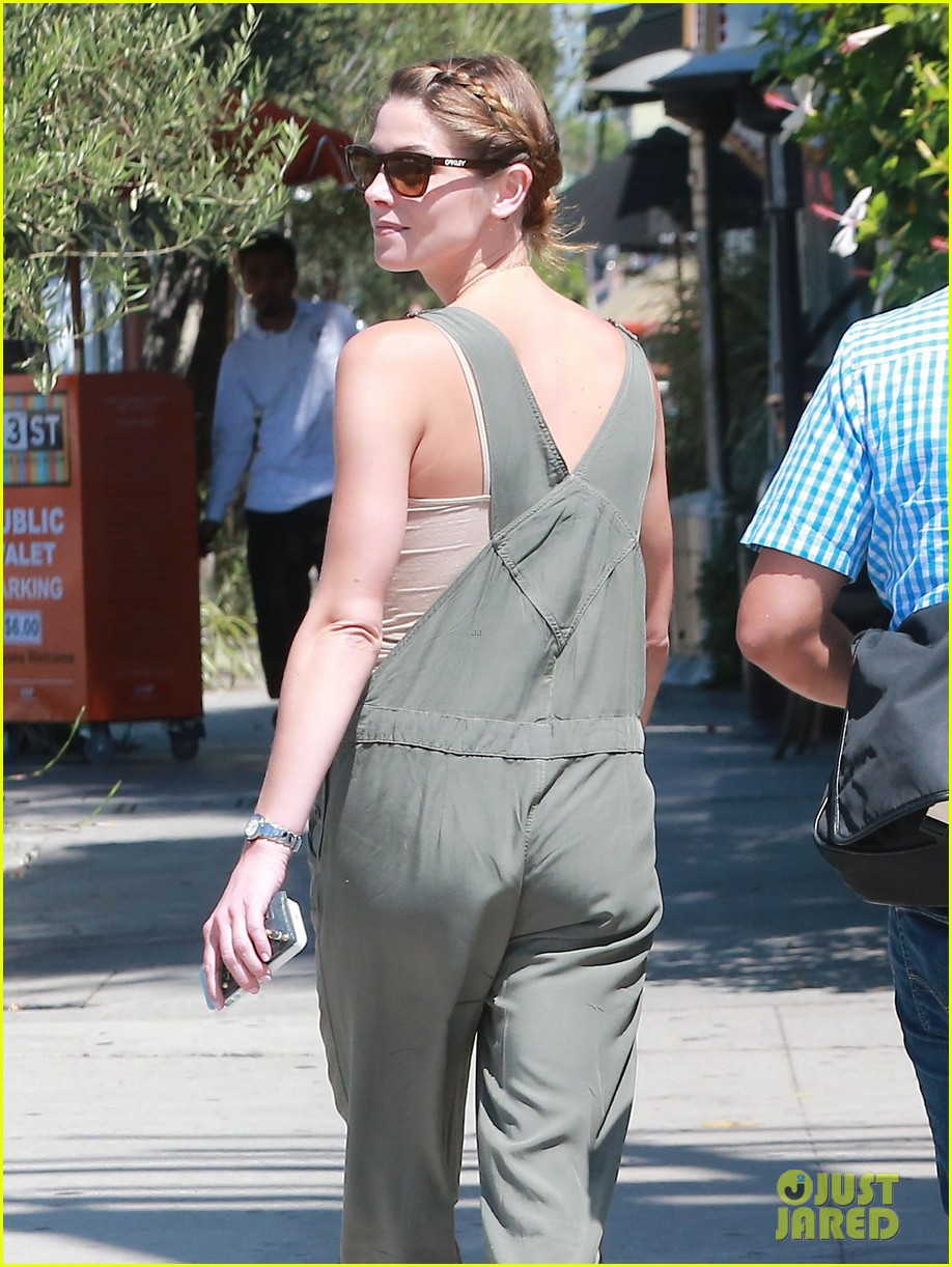 ashley greene wears overalls lunch 04