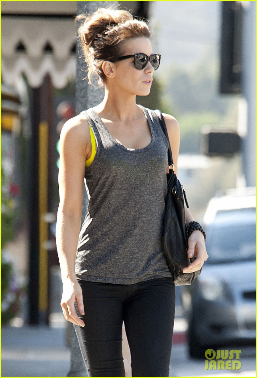 kate beckinsale is celebrating her birthday tomorrow looks more beautiful than ever 023163718