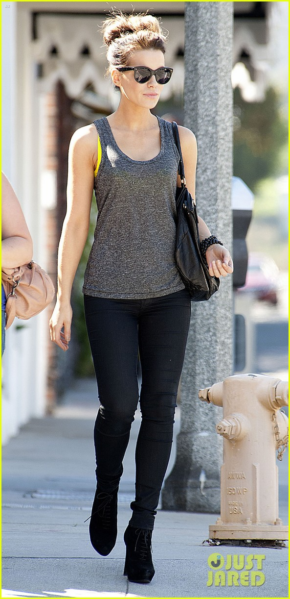 kate beckinsale is celebrating her birthday tomorrow looks more beautiful than ever 033163719