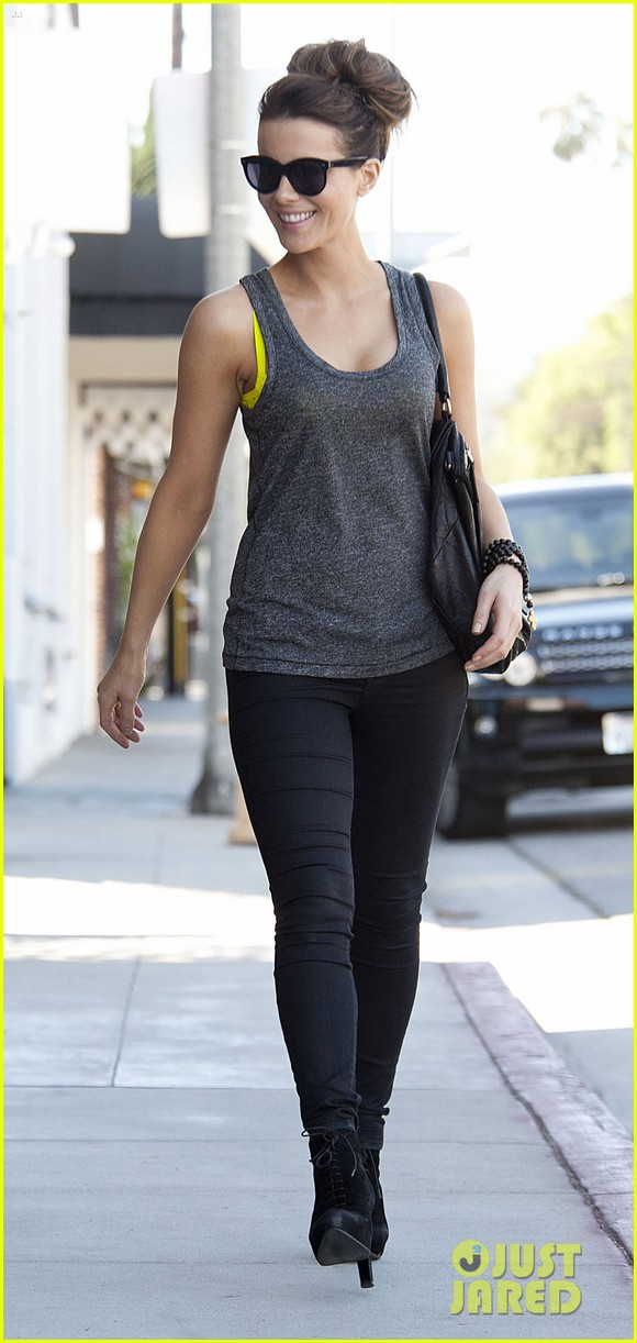 kate beckinsale is celebrating her birthday tomorrow looks more beautiful than ever 083163724