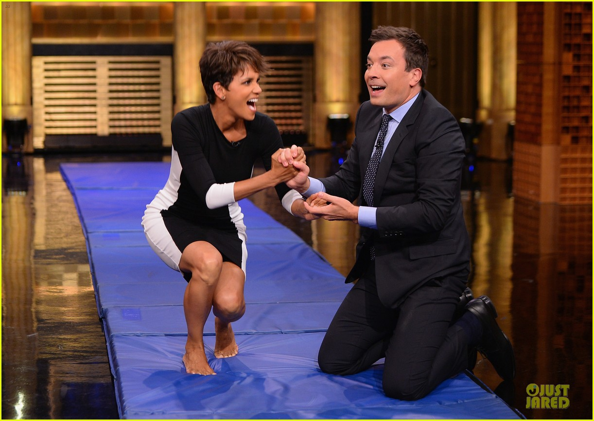 halle berry animated for charades on tonight 093151987