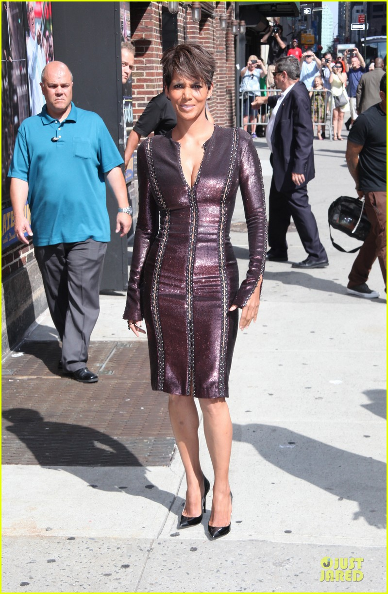 halle berry shows some cleavage at letterman 063151192