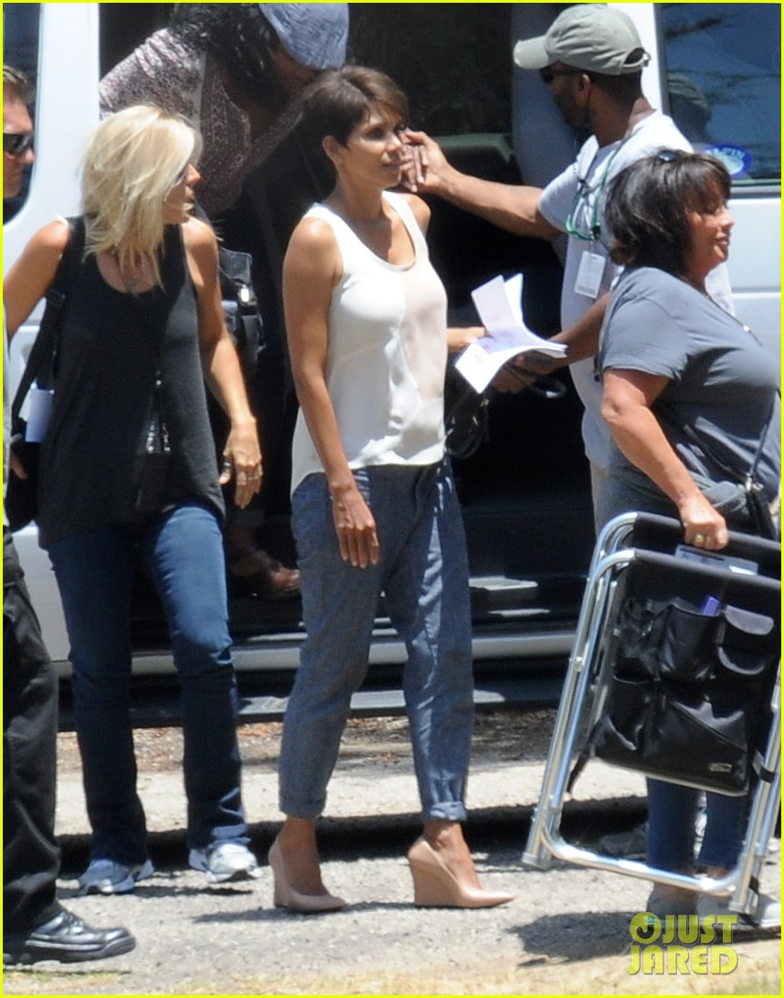 halle berry has intense space encounter in extant 033148836