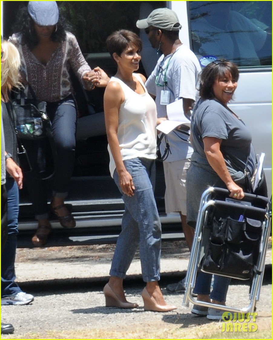 halle berry has intense space encounter in extant 103148843