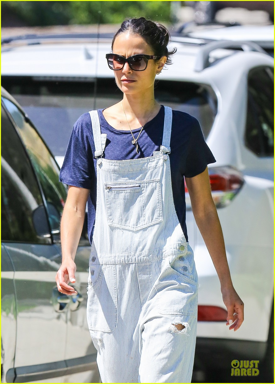 jordana brewster latest babe to adopt overalls 023147223