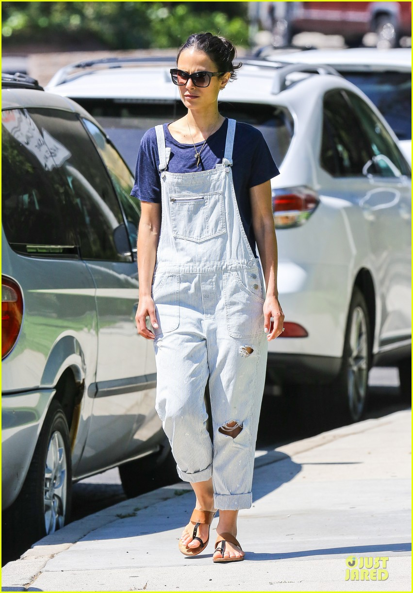 jordana brewster latest babe to adopt overalls 033147224