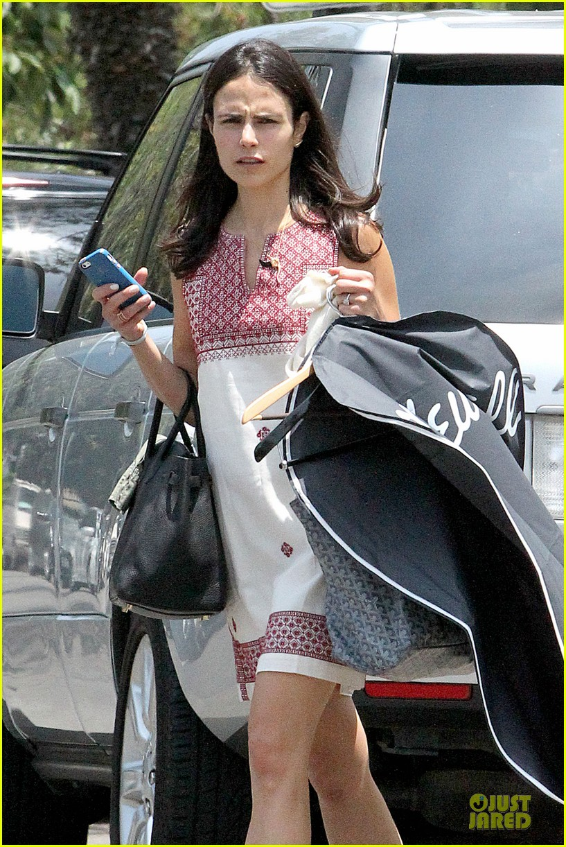 jordana brewster latest babe to adopt overalls 093147230