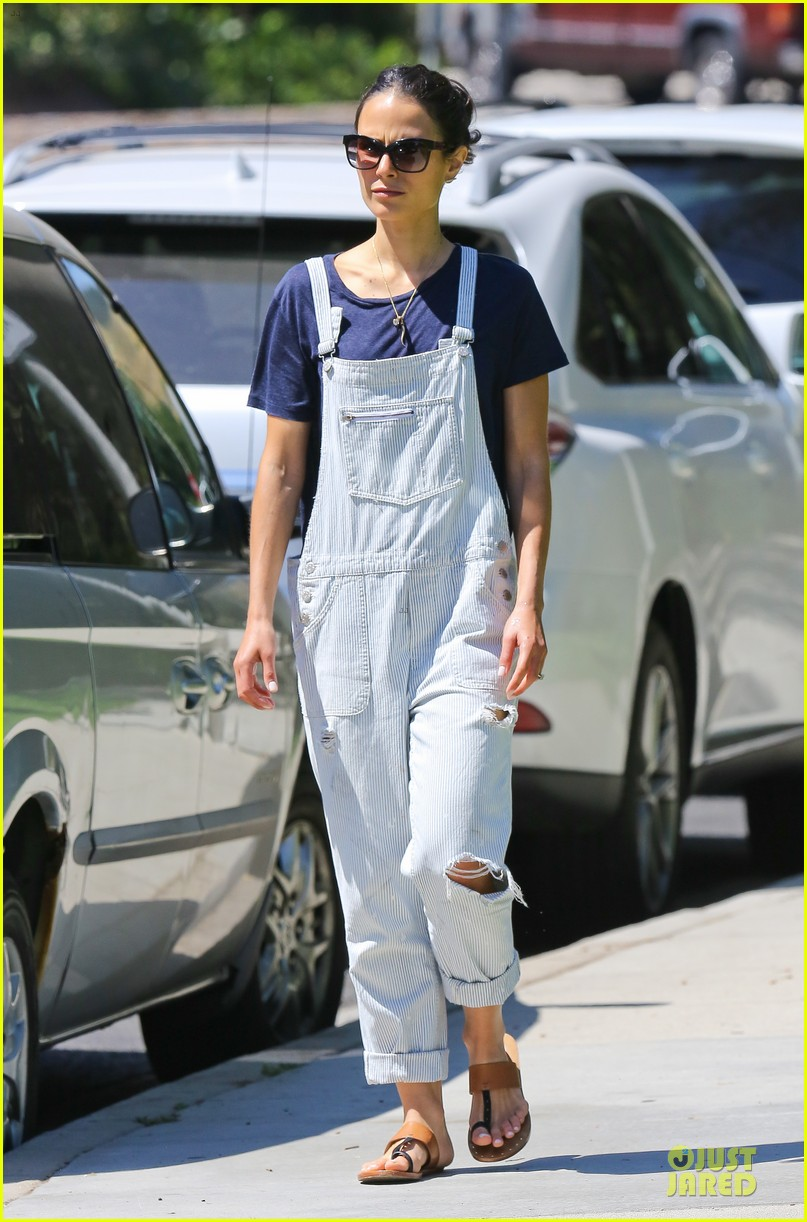 jordana brewster latest babe to adopt overalls 163147237