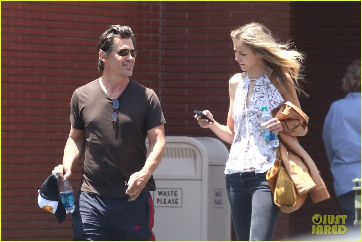 josh brolin girlfriend kathryn boyd run errands together in the valley 063148862