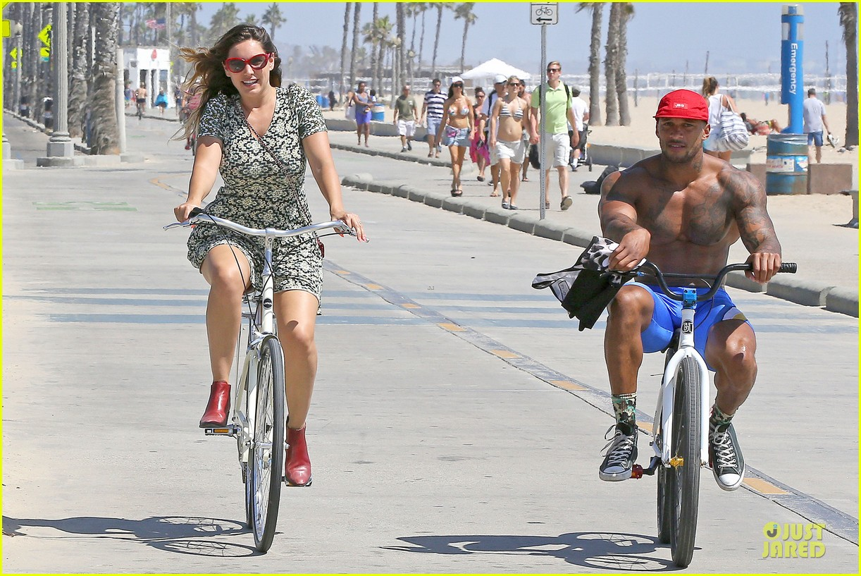 kelly brook david mcintosh goes shirtless on venice bike ride 063152026