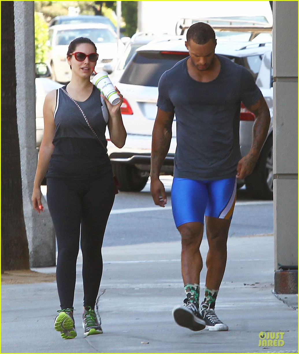 kelly brook david mcintosh goes shirtless on venice bike ride 22