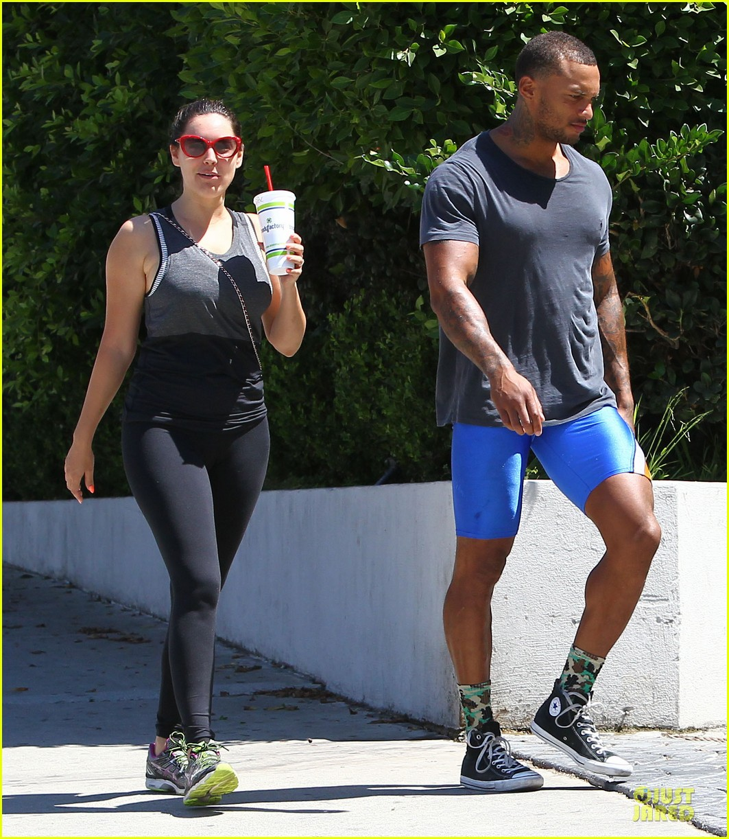 kelly brook david mcintosh goes shirtless on venice bike ride 233152043
