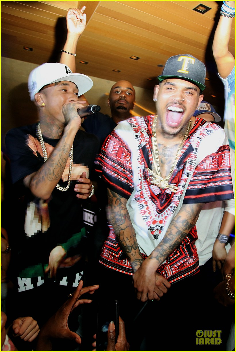 chris brown karreuche tran celebrate july 4th together in malibu 093150095