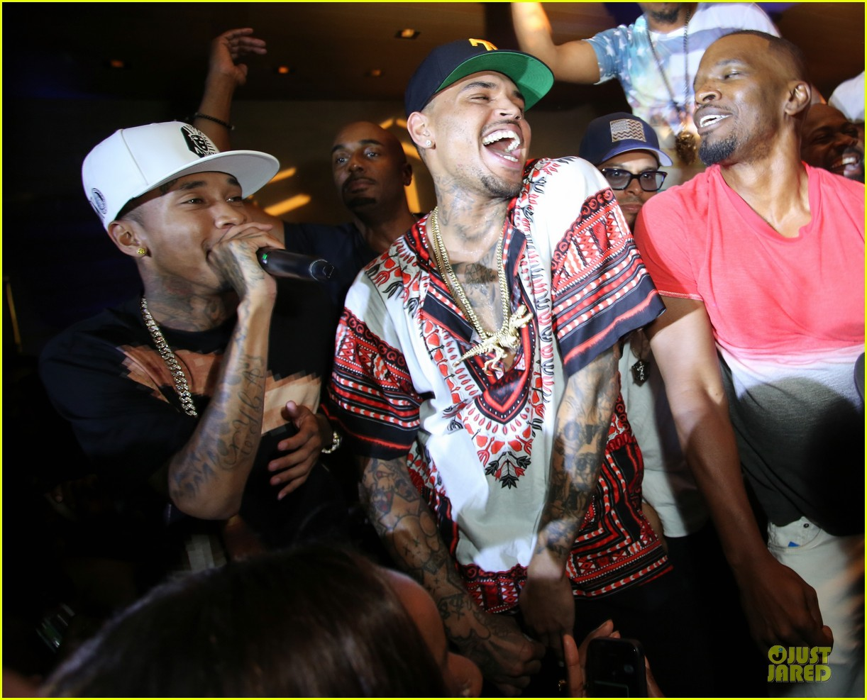 chris brown karreuche tran celebrate july 4th together in malibu 10