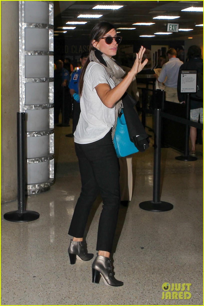 sandra bullock goes on fourth of july getaway 26