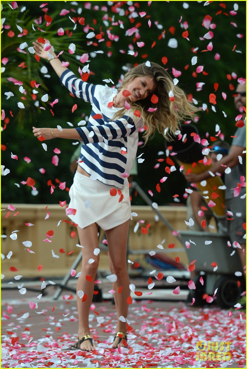 gisele bundchen showered with rose petals 163153661
