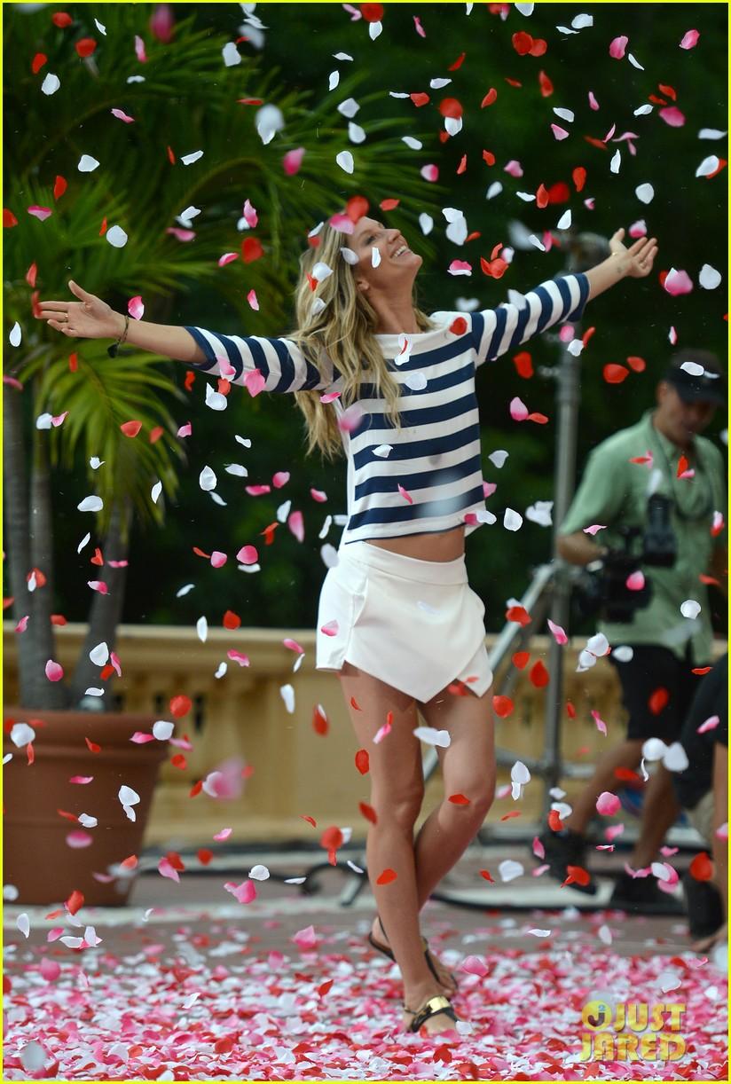 gisele bundchen showered with rose petals 203153665