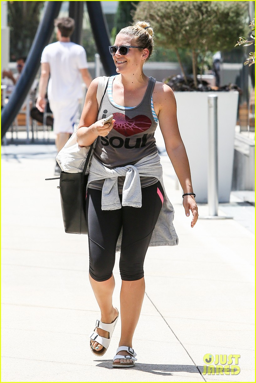 one year after giving birth busy philipps looks amazing 063148872