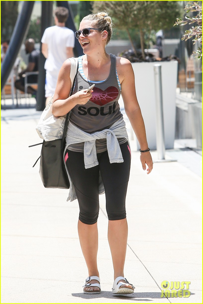 one year after giving birth busy philipps looks amazing 103148876
