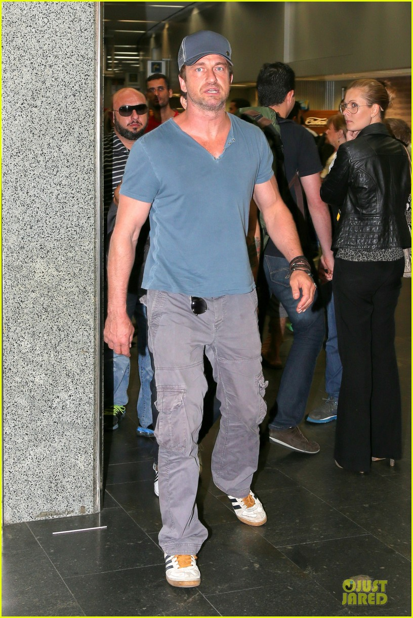 gerard butler jet to belo horizonte for fifa world cup 013151802
