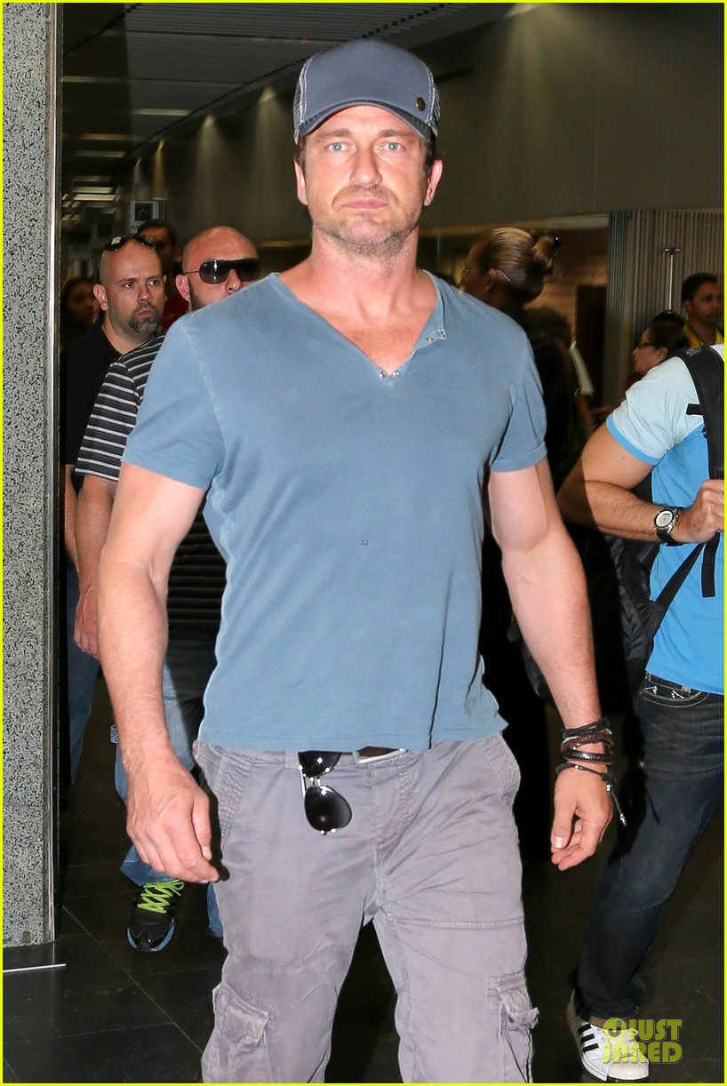 gerard butler jet to belo horizonte for fifa world cup 023151803