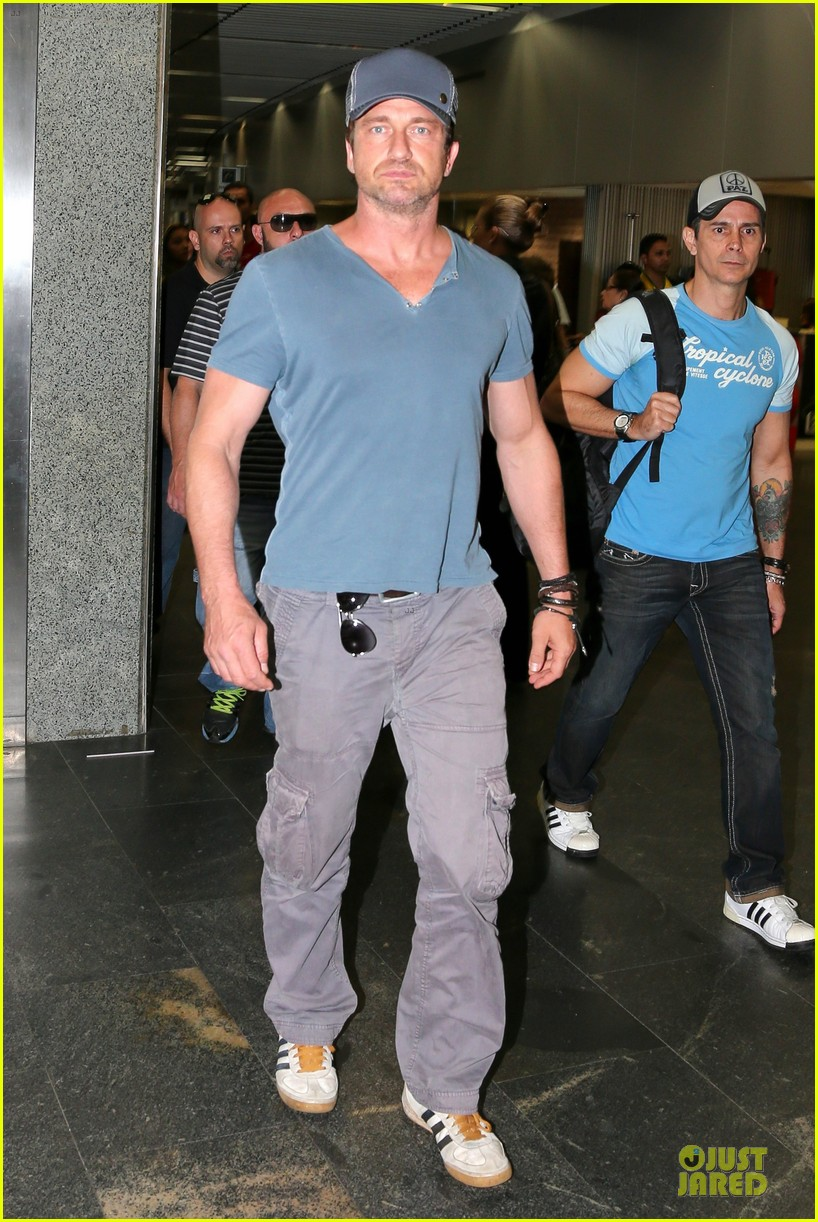 gerard butler jet to belo horizonte for fifa world cup 063151807