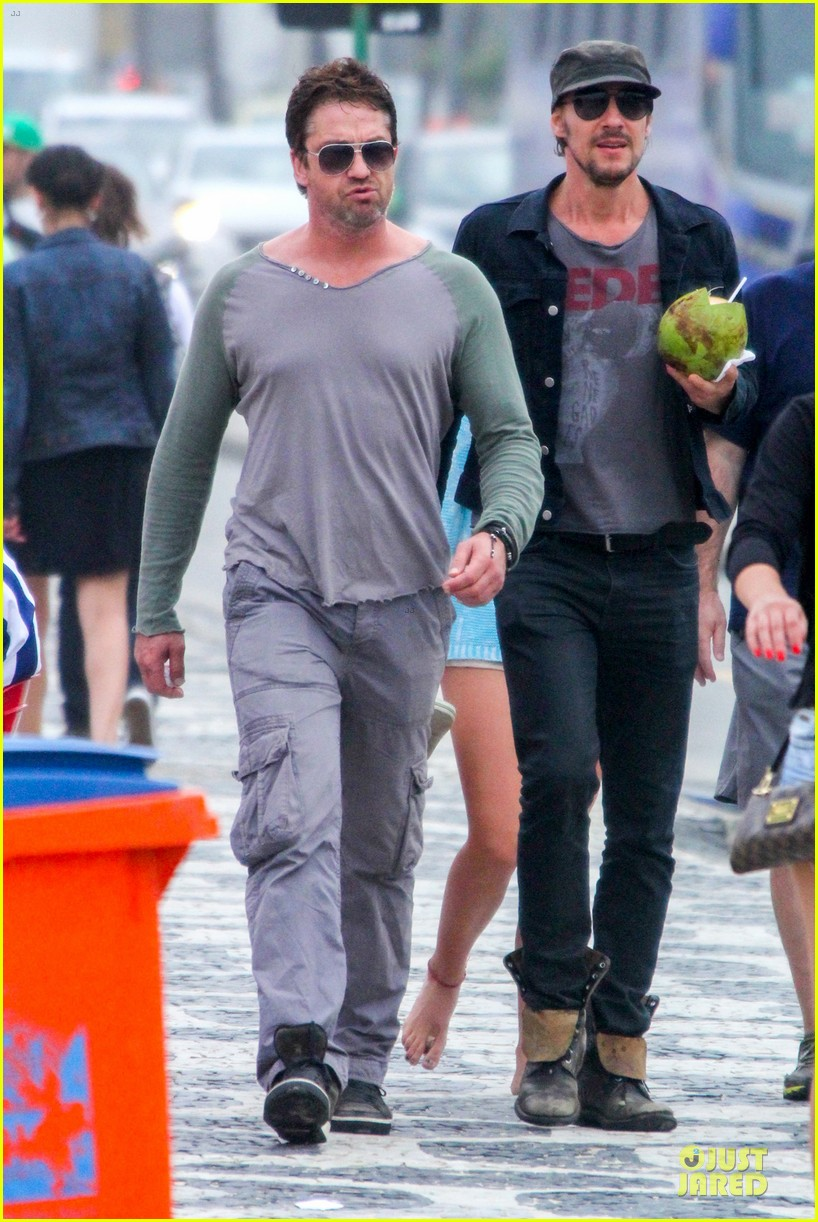 gerard butler enjoy brazil before world cup final 07