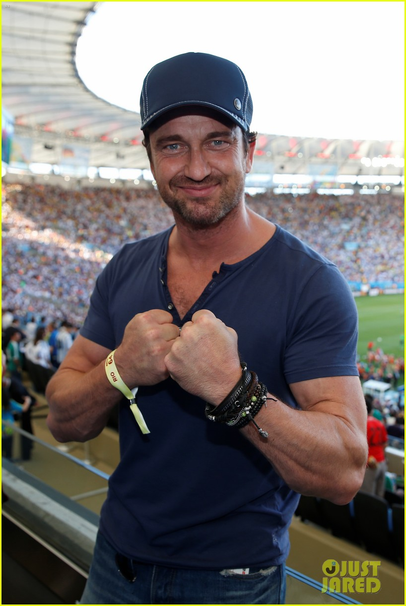 Gerard Butler Flexes His Huge Bicep, Hangs with Rihanna at World Cup ...