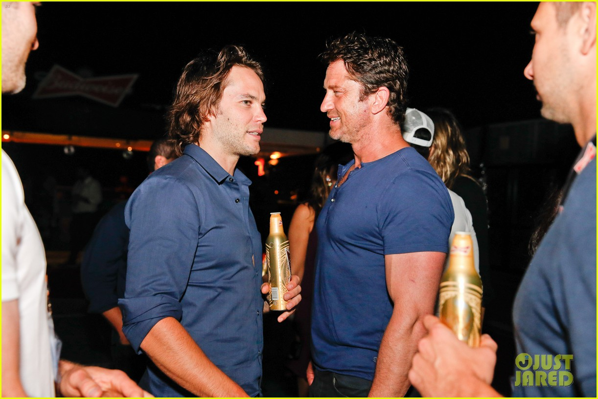 gerard butler taylor kitsch hang out in brazil 113151751