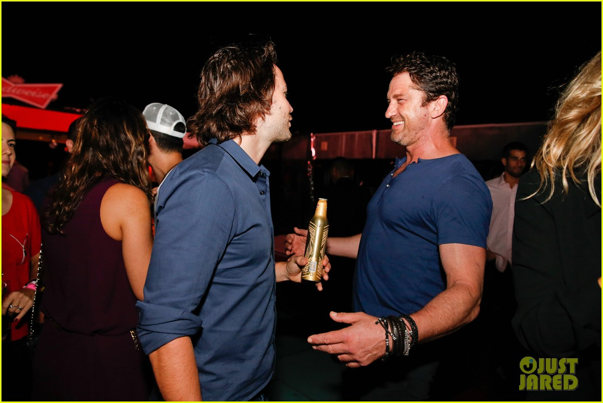 gerard butler taylor kitsch hang out in brazil 133151753