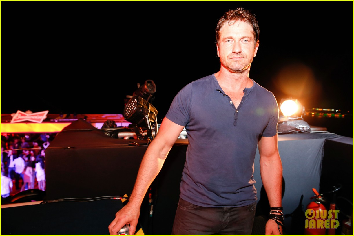 gerard butler taylor kitsch hang out in brazil 233151763